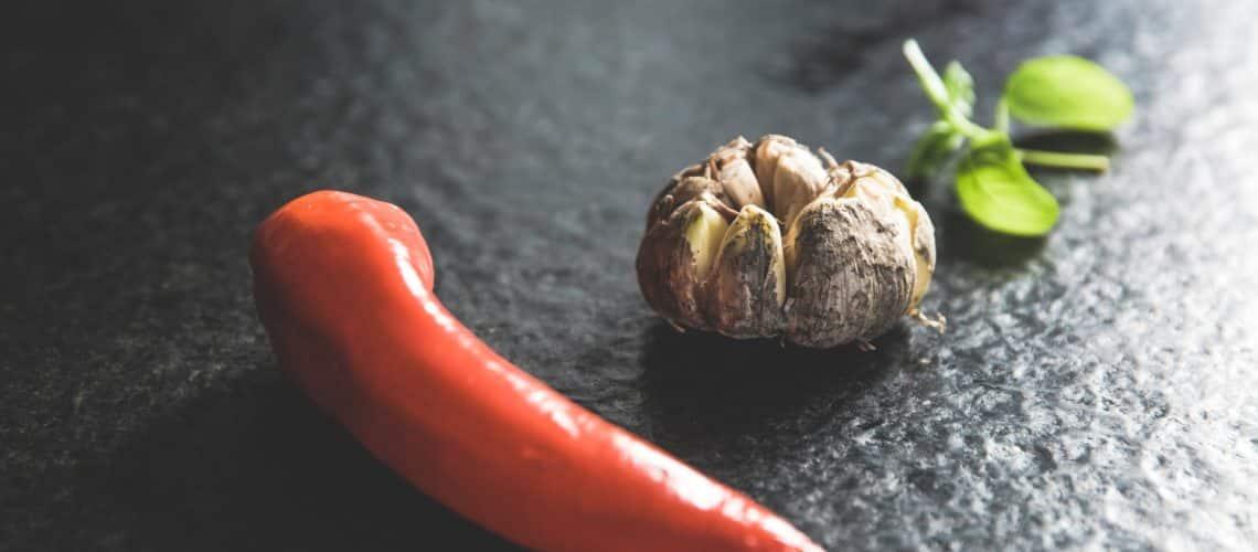 Knoblauch mit Chilli